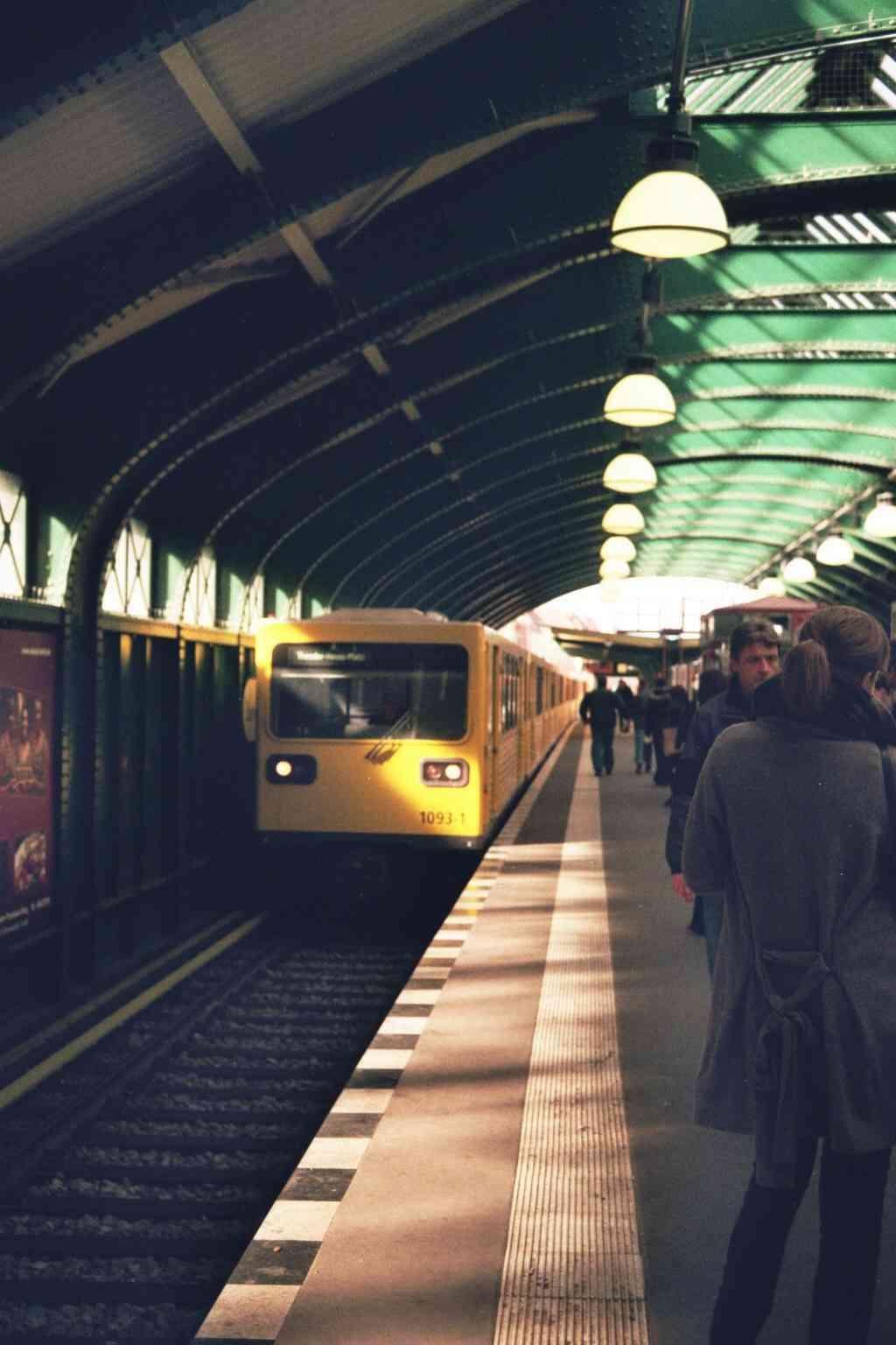 U-Bahn à Berlin - Station de métro aérien -:Eberswalder Straße Station sur la U2