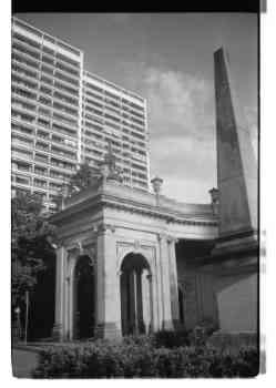 De nouveaux bâtiments à côté de monuments Mitte