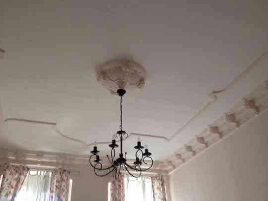 moulures au plafond appartement. Black Bedroom Furniture Sets. Home Design Ideas