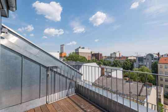 Appartement libre en duplex avec terrasse à Charlottenburg près de la Spree