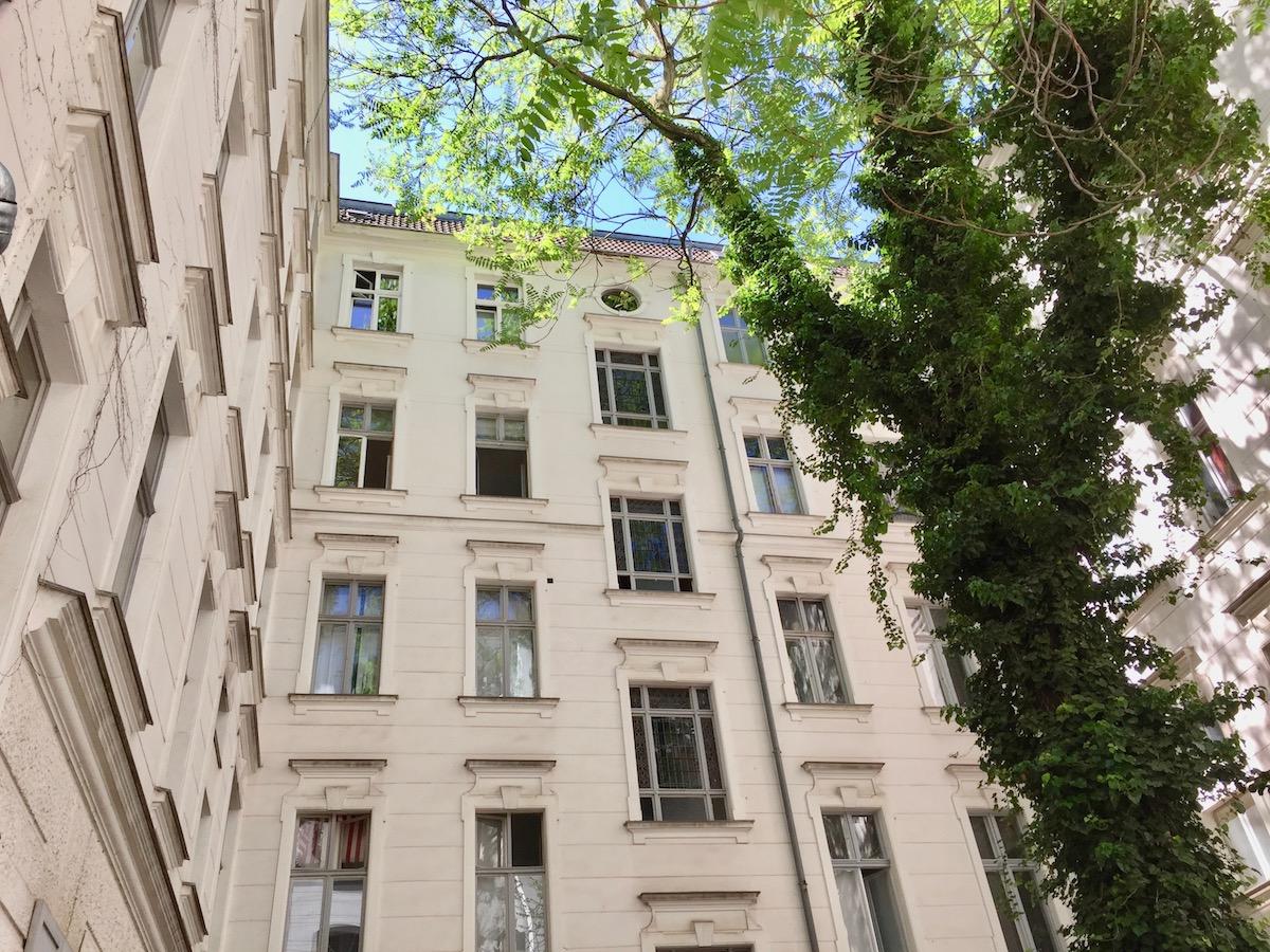 Jolie cour int rieure avec beaucoup de d tails appartement - Appartement a berlin ...