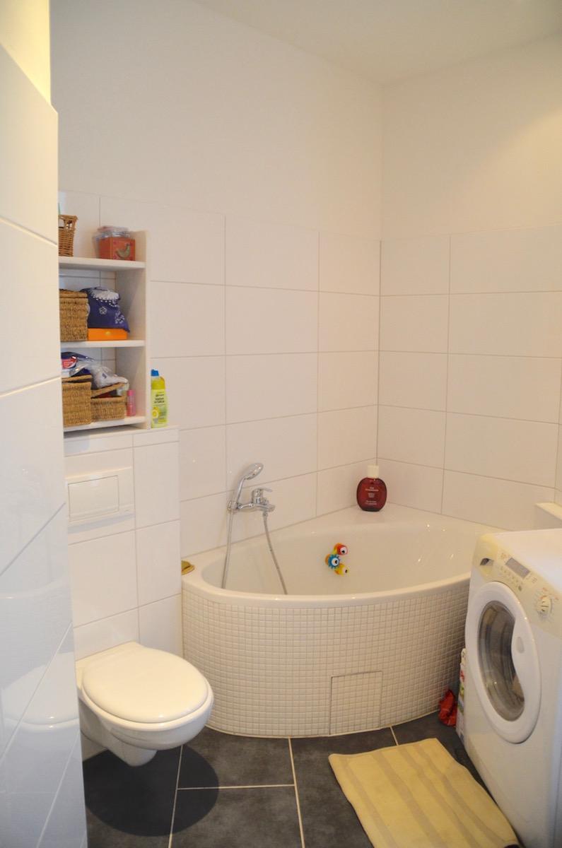 Salle de bain 1 baignoire appartement for Salle de bain 4 5m2