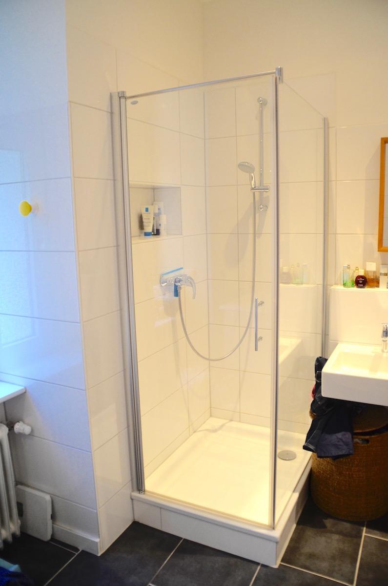 Salle de bain 1 douche appartement for Salle de bain allemagne