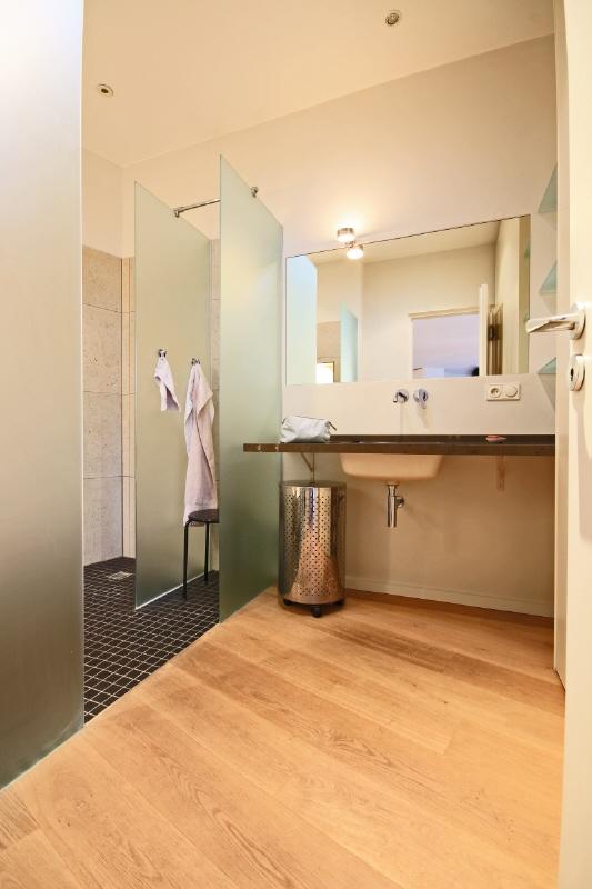 salle de bain app appartement. Black Bedroom Furniture Sets. Home Design Ideas