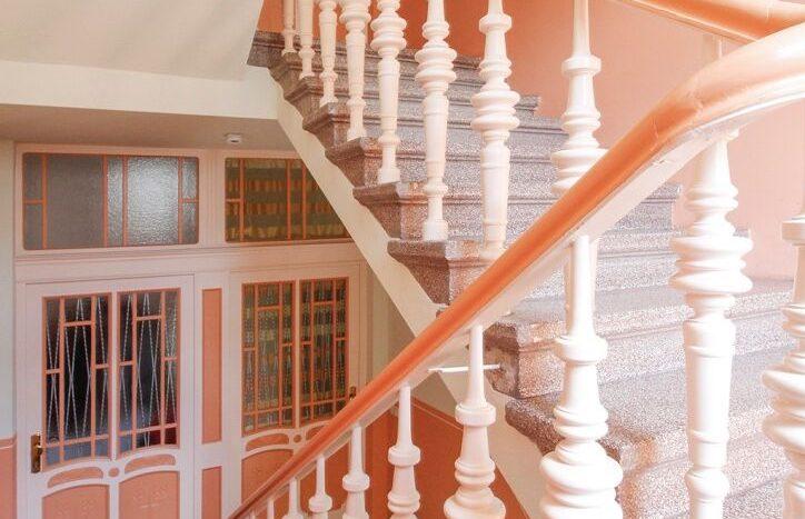 Escalier caractéristique du style Altbau