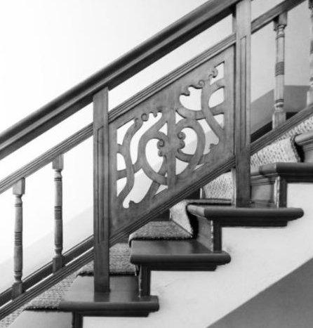 Détails de l'escalier, caractéristiques du style Altbau