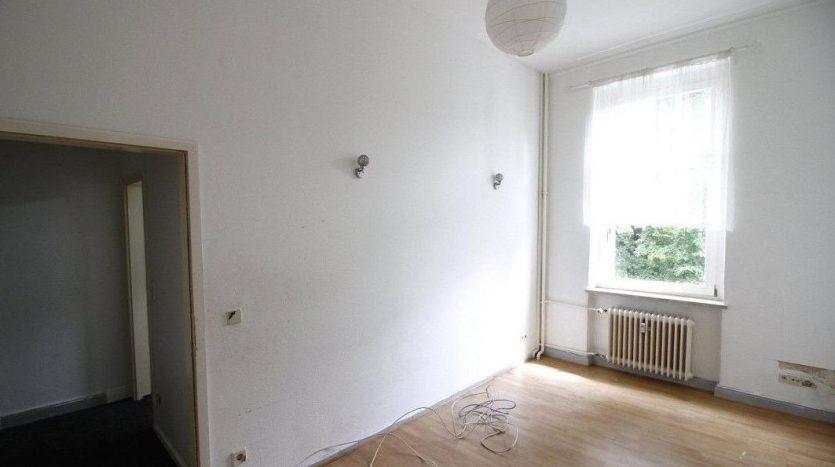 Grande chambre avec un joli plancher (chambre 4)