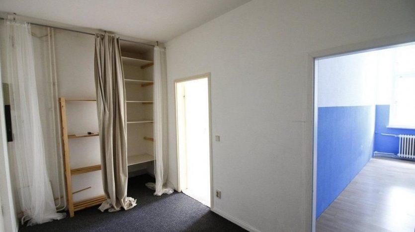 Première partie de l'entrée avec accès aux chambres 1 et 2
