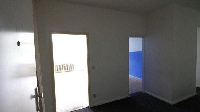 Vue depuis la porte d'entrée avec accès aux chambres 1 et 2