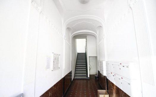 La très jolie entrée de l'immeuble, avec de nombreux détails du style Altbau