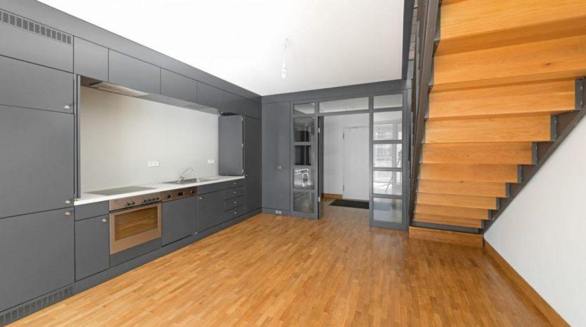espace cuisine et escalier