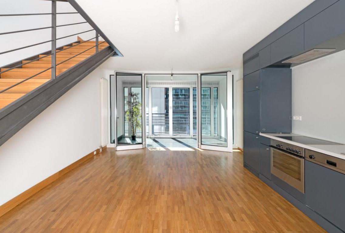 duplexe moderne avec jardins d 39 hiver proche gendarmenmarkt mitte appartement. Black Bedroom Furniture Sets. Home Design Ideas