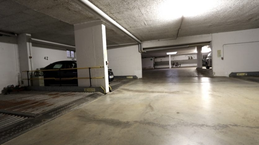Garage souterrain - place de parking aussi en vente
