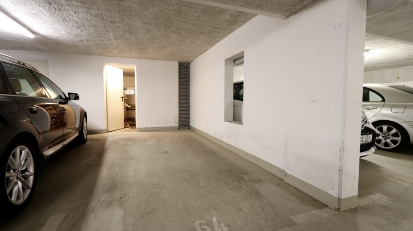 Place de parking en souterrain avec la cave