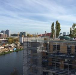 4 Pièces neuf avec 2 balcons au bord de l'eau à Kreuzberg